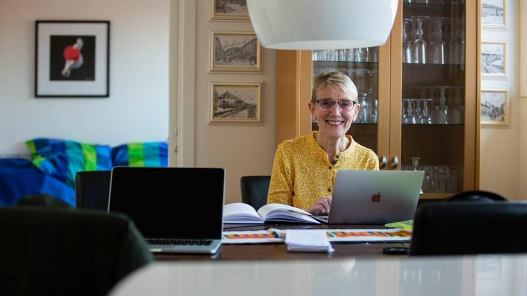 Rektor Anne Borg på sitt hjemmekontor - og hjemmekontorordningen fortsetter i januar.
