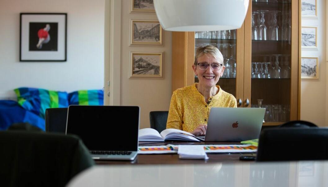 NTNU-rektor Anne Borg har måttet ta mange vanskelige avgjørelser fra hjemmekontoret. Her avbildet da Universitetsavisa besøkte henne i slutten av mars 2020.