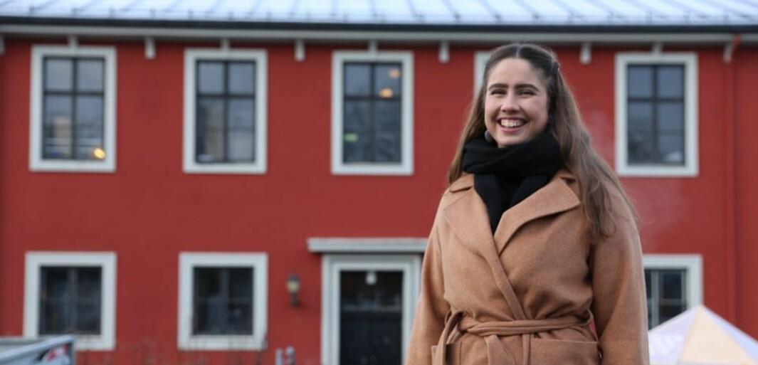 Karen Mjør er bekymret for den store ensomheten blant studentene. Hun er leder av Studentersamfundet.