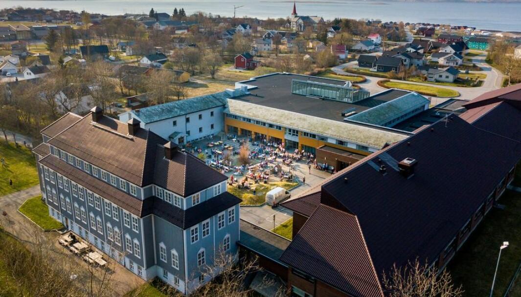 60 ansatte har fått endringsoppsigelse ved Campus Nesna fra høsten 2022. SPs Marit Arnstad mener Nord universitet ikke bør få beholde bevilgningene til Nesna når campusen legges ned.
