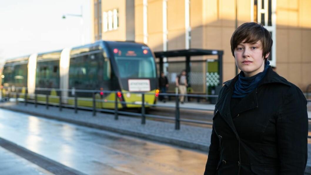 Asta Ulrikke Haugnes kom seg ikke til Gløshaugen under busstreiken. Nå tar hun igjen bussen til campus - men holder seg unna rushtiden.