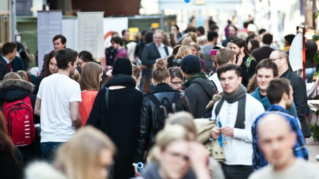 Fakultetene ved Dragvoll bruker linjeforeningene og deres nettverk i å få flere studenter til å svare på Studiebarometeret.