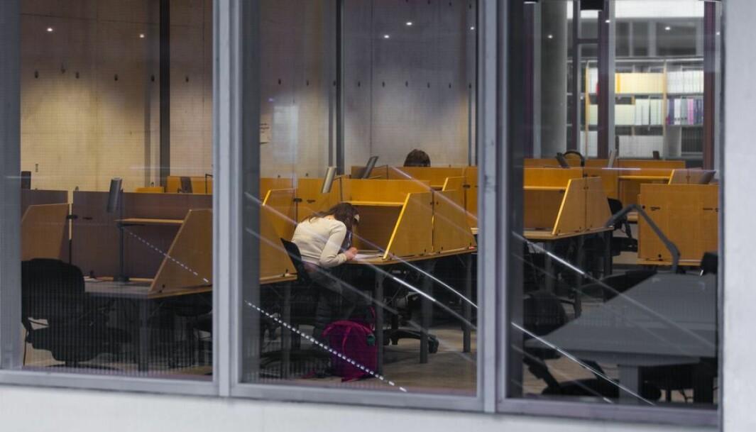 Et fåtall studenter benyttet seg av lesesalene på Gløshaugen da NTNU i slutten av mai forsiktig åpnet litt opp igjen.
