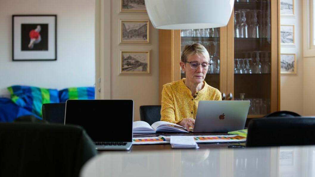 - Vi er i løpende dialog med Trondheim Kommune og smittevernledelsen der om hvilke tiltak det er aktuelt å iverksette, sier Anne Borg, her avbildet på sitt hjemmekontor i vår.