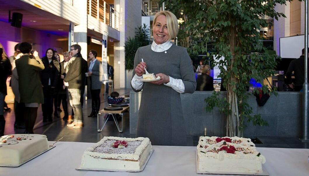 Stortingsrepresentant Marianne Synnes Emblemsvåg markerte fusjonen med NTNU i 2016. Hun var rektor ved Høgskolen i Ålesund før fusjonen, men trakk den gangen søknaden om å bli viserektor etter fusjonen.