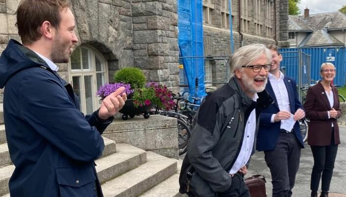 Borgerlig glede. God stemning da Sivert Bjørnstad (FrP), Jon Gunnes (V) og Henrik Asheim snakket om hva man kan få for 11,6 milliarder. Rektor Anne Borg delte gleden.