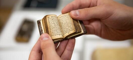 Noen bøker er så små at folk fikk synsskader