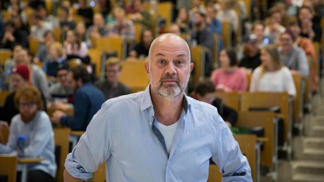 - Ansvarert for det dårlige arbeidsmiljøet ligger hos meg, fastslår dekan Fredrik Shetelig. bildet er fra et allmøte på fakultetet i fjor.