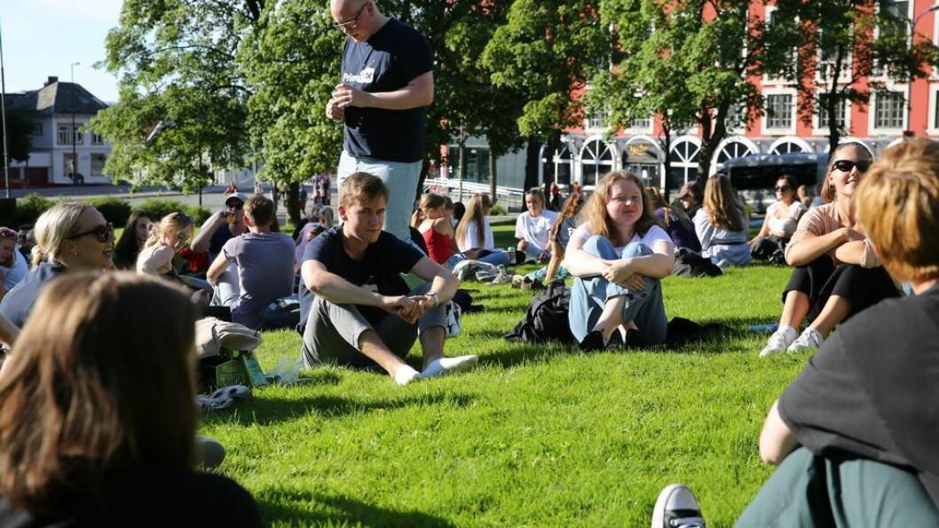Studenter i Trondheim slipper unna nye munnbindanbefalinger. Men deres studentkolleger i Oslo må belage seg på å bruke munnbind ved kollektivreise.