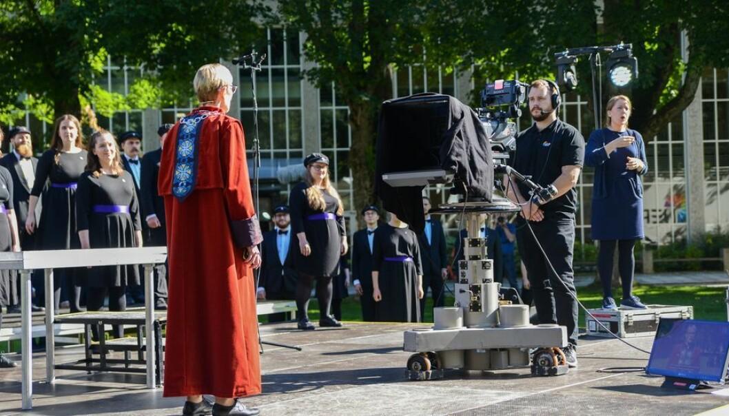 Et kor, noen teknikere og en tolk. Det var NTNU-delegasjonen som fikk se NTNU-rektor Anne Borg holde sin første immatrikuleringstale høsten 2020.