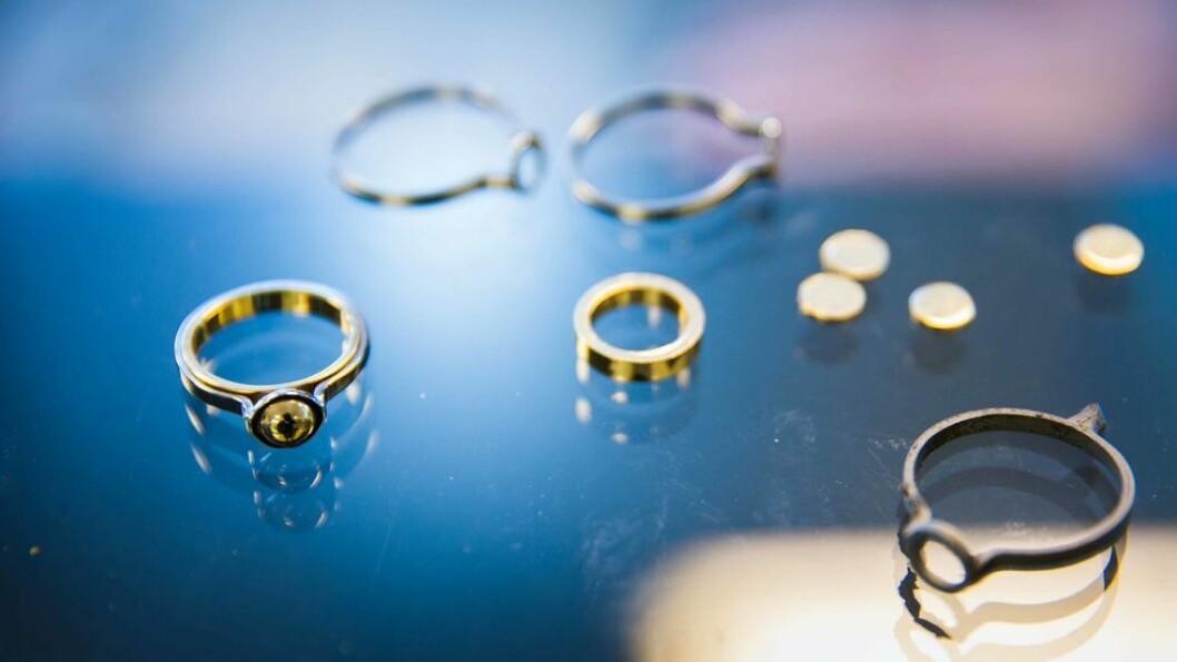 NTH-ringen består av en gullring inni en stålring med ei kule av gull på toppen. Sammen med doktorgradsringen er den en av de to offisielle ringene NTNU tilbyr i dag. Snart skal de få selskap av en egen mastergradsring.