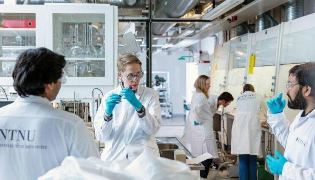 Ett av NTNUs bidrag: Forskere utviklet en ny testmetode for koronaviruset. I dette laboratoriet blir testen for covid-19 produsert. Arkivbilde