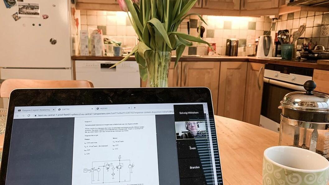 Digital høst, altså en høst foran PC-skjermen hjemme? Eller en «uvanlig høst» hvor man er fysisk tilstede på campus. Her står valget, skriver Oscar Amundsen.