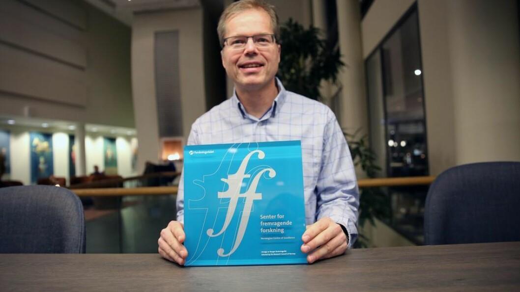 Bildet er tatt høsten 2018, da forskergruppen fikk status som SFF. I dag erfarer han at covid-19 slår inn på forskningssamarbeidet over landegrensene.