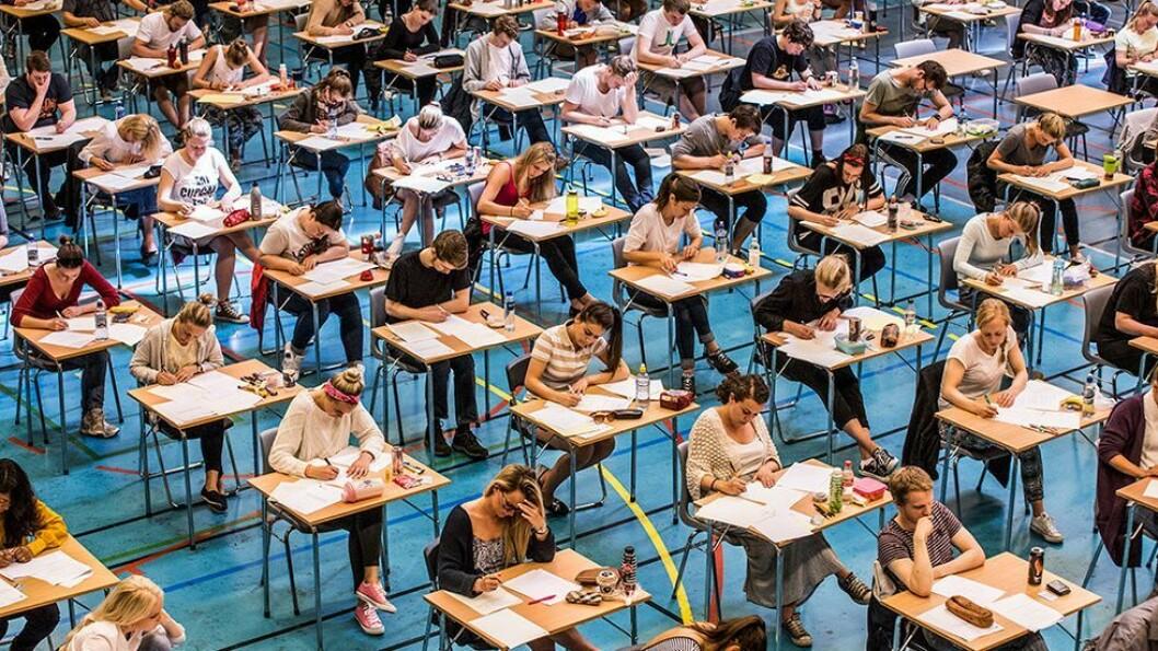 Forberedelsene til eksamen handler om å prioritere tiden godt. På selve eksamensdagen gjelder det å lese oppgavesettet godt før man begynner å skrive.