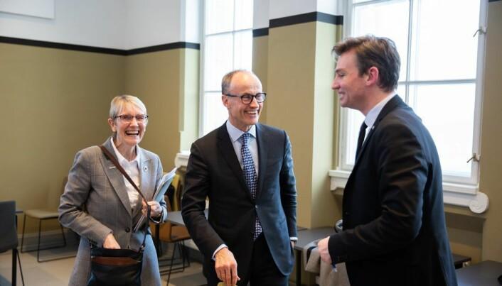NTNUs ledelse og statsråden fant tonen. Fra venstre: rektor Anne Borg, nestleder i NTNUs styre, Nils Kristian Nakstad, og Henrik Asheim.