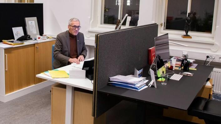 Bjarne Foss på sin kontorplass.