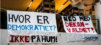 Studentene med blokade mot humaniora-ledelsen