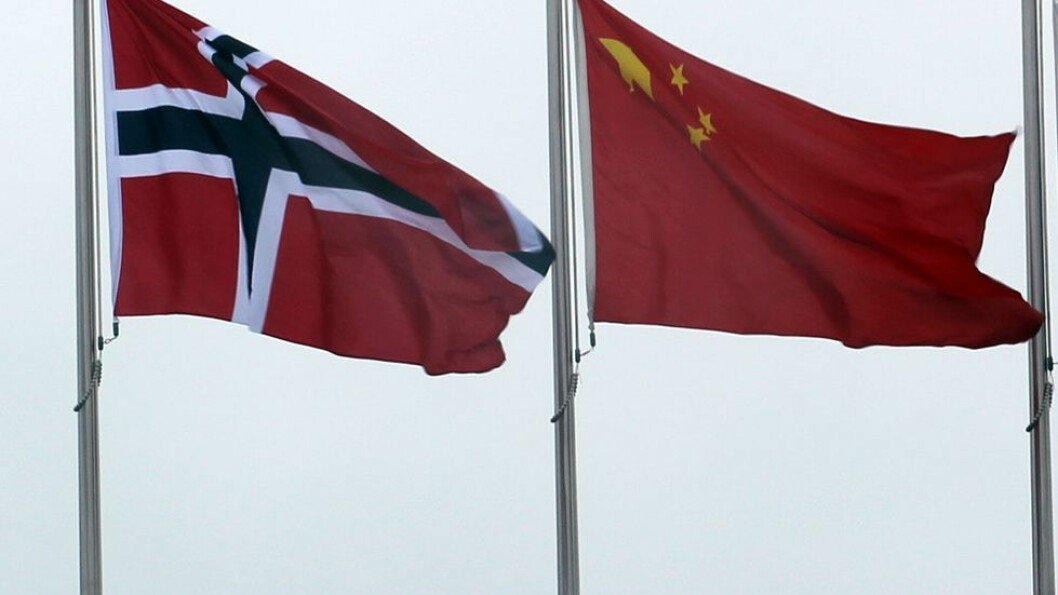 Norges og Kinas flagg veier side om side på Norges dag i verdensutstillingen i Shanghai i 2010.