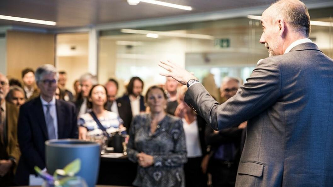 EUs «forskningsdirektør», Jean-Eric Paquet snakker til rektorer, diplomater og forskningsledere under åpningen av Norway House i mai. Under de nordiske universitetsdagene vil han skakke til universitetslederere fra hele Norden.