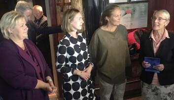 Statsråd Iselin Nybø kunne fortelle NTNU-rektor Anne Borg og Sintef-direktør Alexandra Bech Gjørv at det blir penger til Ocean Space Center for et års tid siden. Ikke alle er like glade for det.