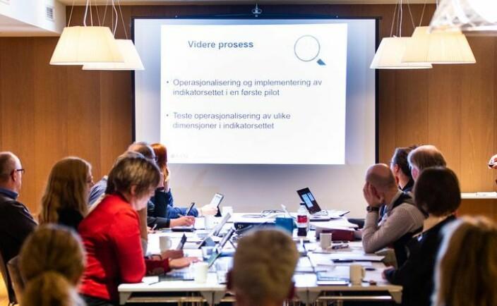 Frykter engelsk skal erstatte norsk under styremøter