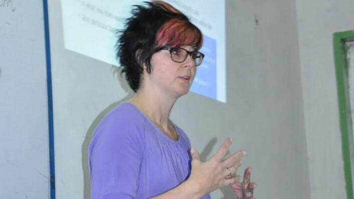 Annette Lykknes underviser masterstudenter i naturfagdidaktikk i Bahir-Dar, Etiopia i oktober 2017.