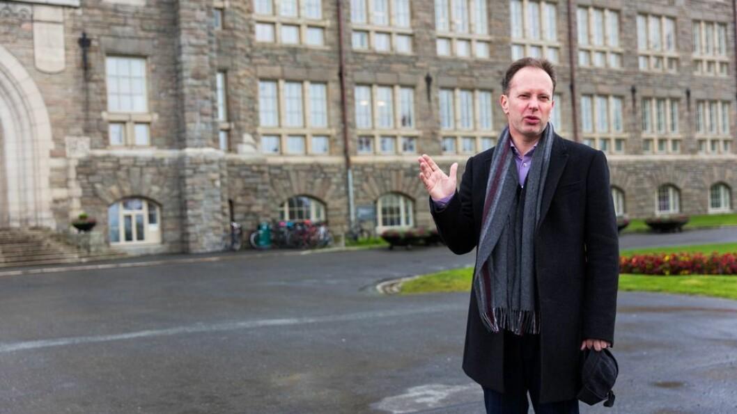 - Hele instituttets omdømme blitt skadet, skrev instituttleder Riina Kiik til Øyvind Eikrem etter at han lot seg intervjue av Resett. Eikrem er nå sykemeldt.