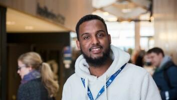 - Jeg er også veldig glad i å hjelpe eldre. Jeg har vokst opp i en storfamilie i Somalia der vi har bodd mange under samme tak. Det gir mening i livet å hjelpe de eldre, for en dag trenger du hjelp selv, sier Yusuf Yusuf som deltok på Guttedagen.