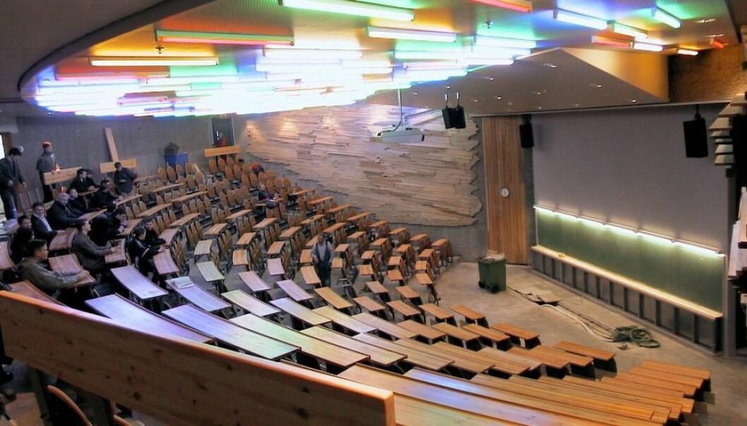 Tilstedeværende i et auditorium i Realfagbygget får beskjed om å gå i karantene (arkivbilde).