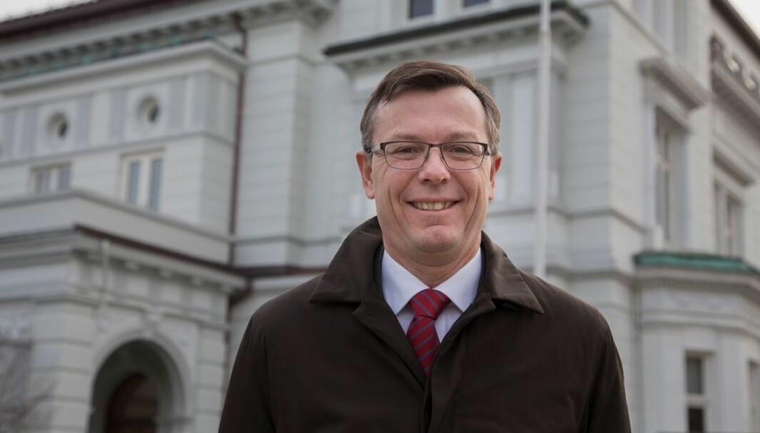Dag Rune Olsen er tilsett som rektor ved Universitetet i Tromsø, som han vil ta til i 1. august.