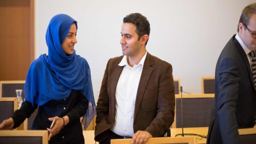 Hamideh Kaffash og Shahin Akbarnejad saksøkte staten for å få oppholdstillatelse i Norge, men tapte saken i fjor sommer. Nå har de likevel fått oppholdstillatelse.