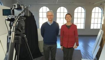 Mer kunnskap. Mooc-en UiB-professor Bente Moen leder skal bidra til mer kunnskap om hvordan en unngår dødsfall og skader i arbeidslivet. Her under innspilling av video sammen med professorkollega Magne Bråtveit.