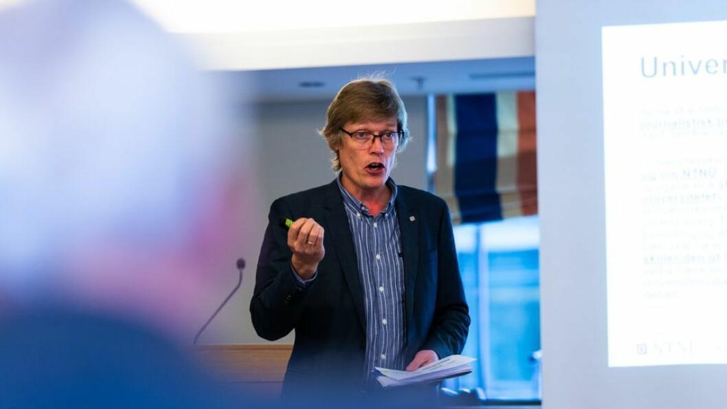 Jens Barland, her under NTNUs styremøte i oktober, forlater statlig sektor til fordel for privat.