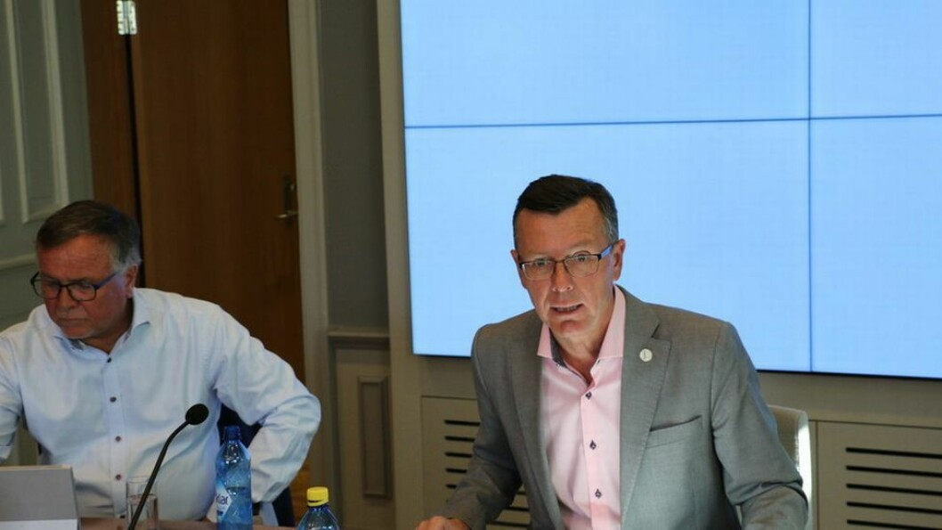 Universitetsdirektør ved UiB, Kjell Bernstrøm, og rektor Dag Rune Olsen er klare for å starte innføringen av nytt administrasjons- og lønnssystem fra høsten 2018.