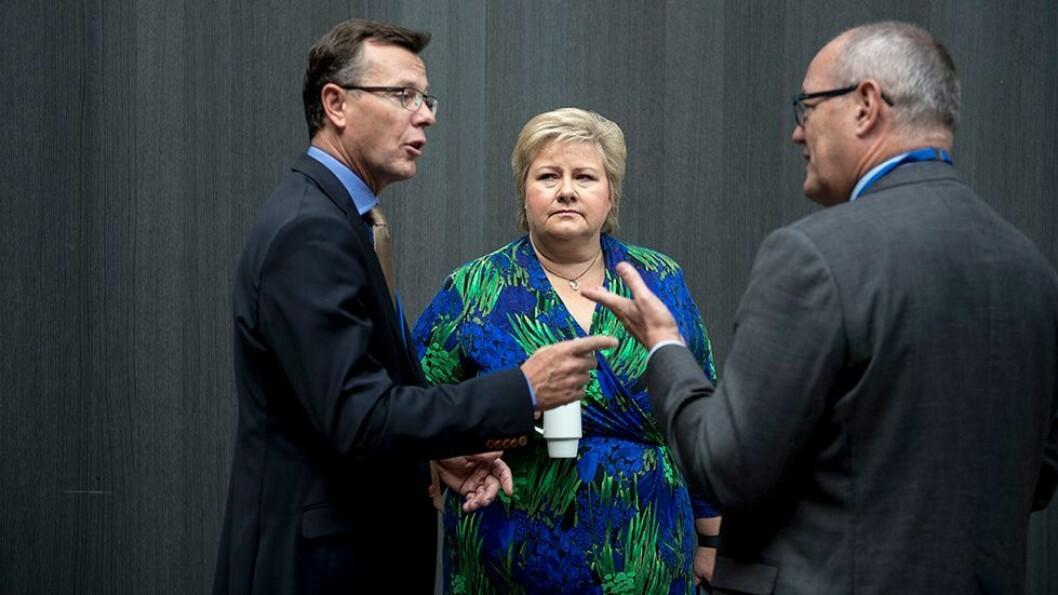 Statsminister Erna Solberg åpnet Havkonferansen i Stavanger. Her er hun sammen med rektorene Dag Rune Olsen og Gunnar Bovim.