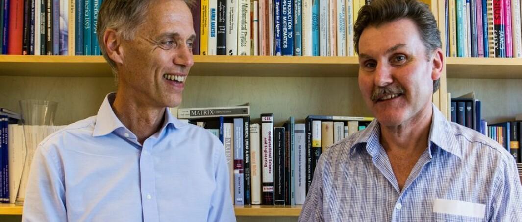 Helge Holden (til venstre) tok opp hvor alvorlig det er at studenter jukser. Einar Rønquist fortalte at 1100 på Matematikk 3 hadde eksamen, og at ingen av dem strøk.