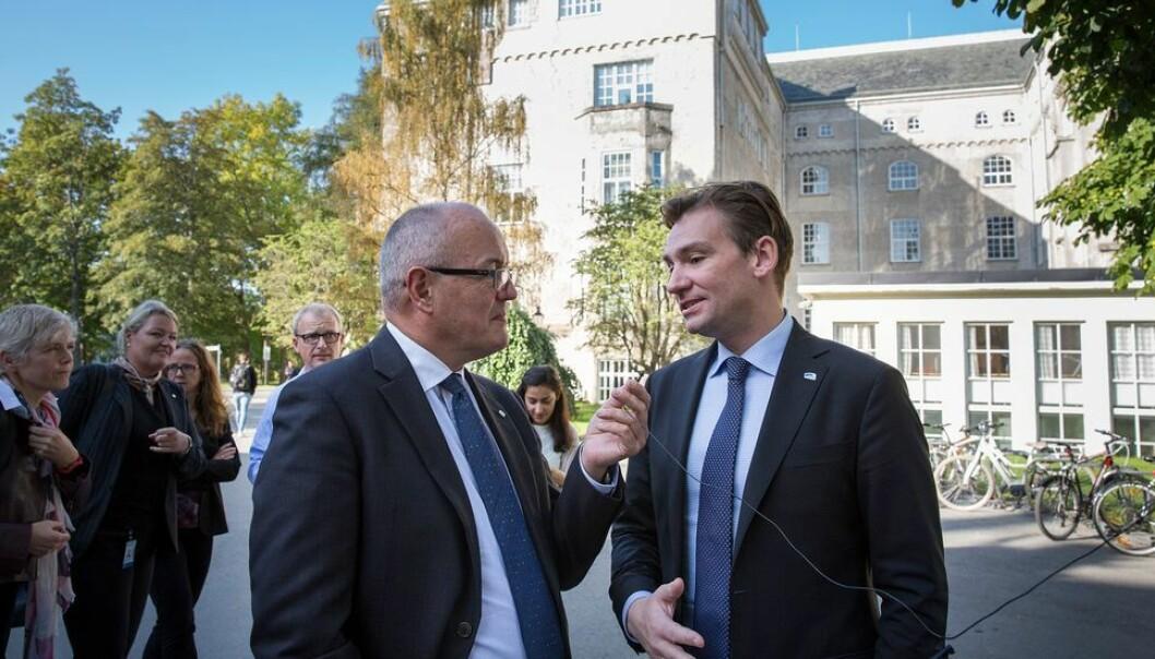 Tidligere NTNU-rektor Gunnar Bovim er blant medlemmene i en nyoppnevnt ytringsfrihetsutvalg. Her sammen med forsknings- og høyere utdanningsminister Henrik Asheim ved en tidligere anledning.