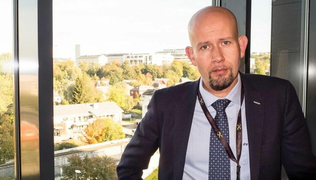 Tord Lien, region direktør for NHO Trøndelag, mener det bør bli mer attraktivt for norske masterkandidater innen teknologi å ta PhD.