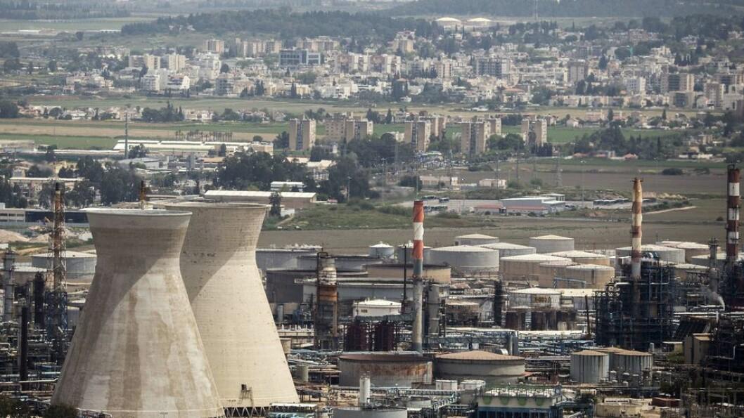 Ny oljestormakt. Får Israel utnyttet olje- og gassressurser slik landet ønsker, kan landet bli en ny supermakt på feltet, og en større oljenasjon enn Saudi Arabia. Bildet viser oljeraffinerier i havnebyen Haifa.