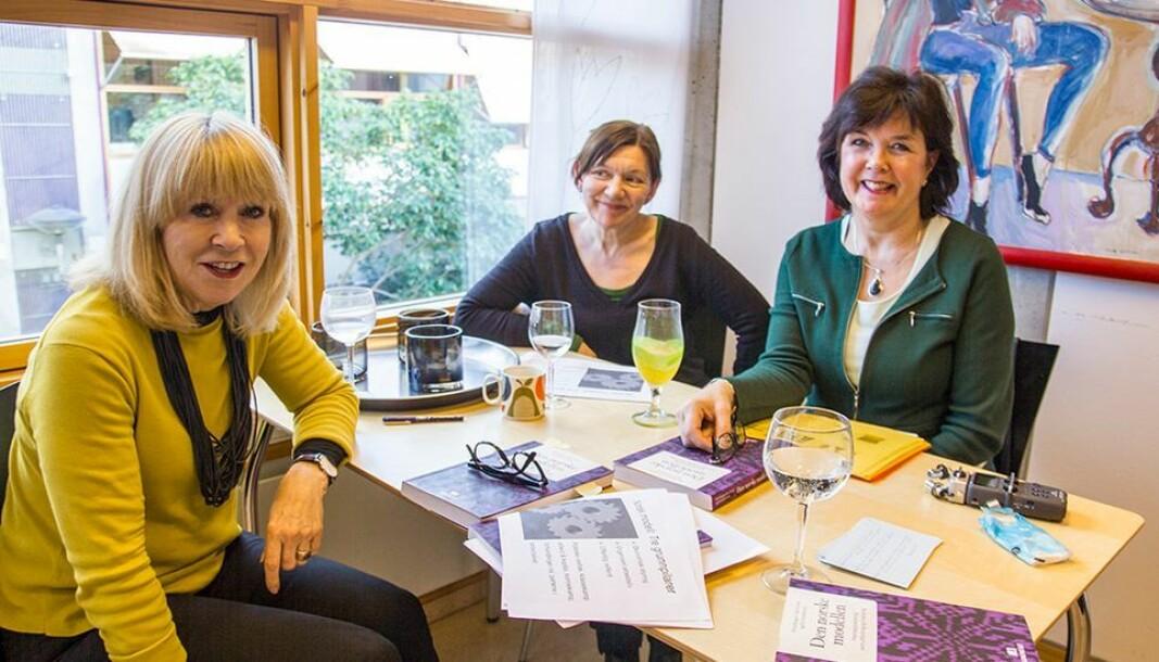 Professor Elin Kvande (til venstre) tar til orde for en todeling av foreldrepermisjonen. Her avbildet sammen med kollegaene Brita Bungum og Ulla Forseth (arkivfoto).