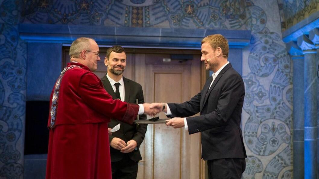 Kunstnerduoen Michael Elmgreen og Ingar Dragset mottok bevisene på at de er utnevnt til æresdoktorer ved NTNU.