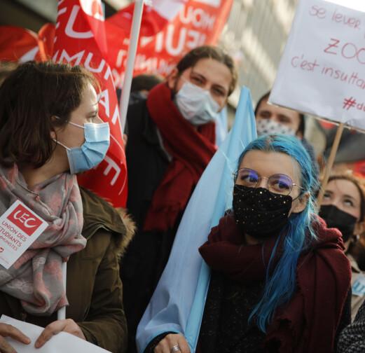 Franske studenter protesterte med krav om fysisk undervisning