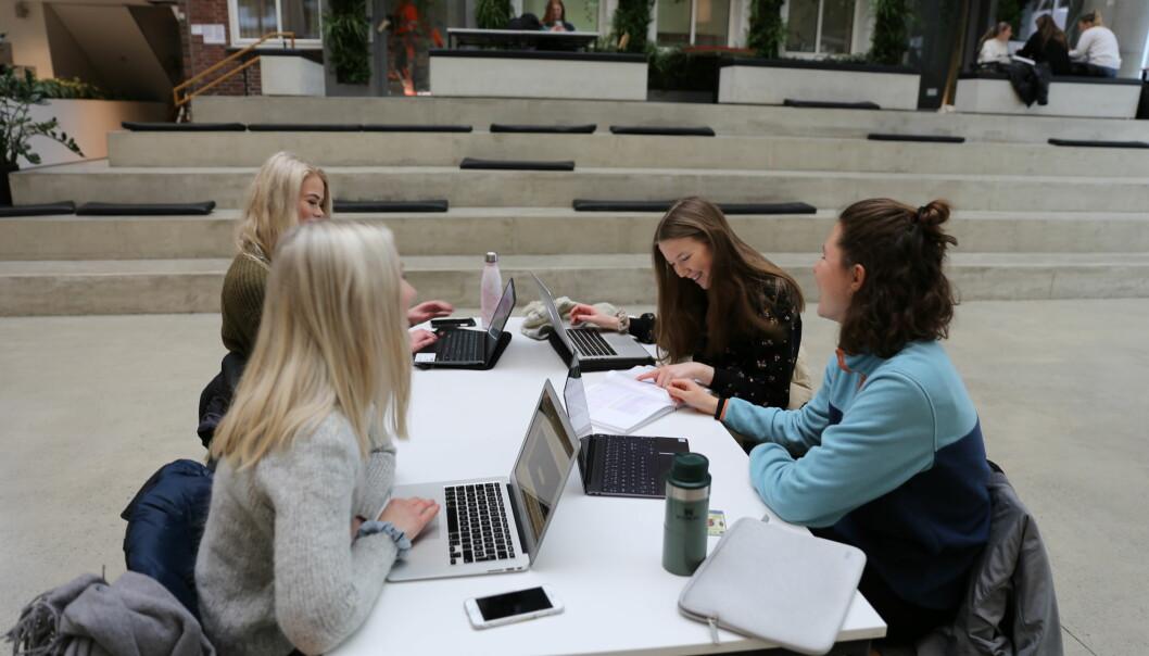 Leder av NSO frykter studentene må nedprioritere studiene for jobb.