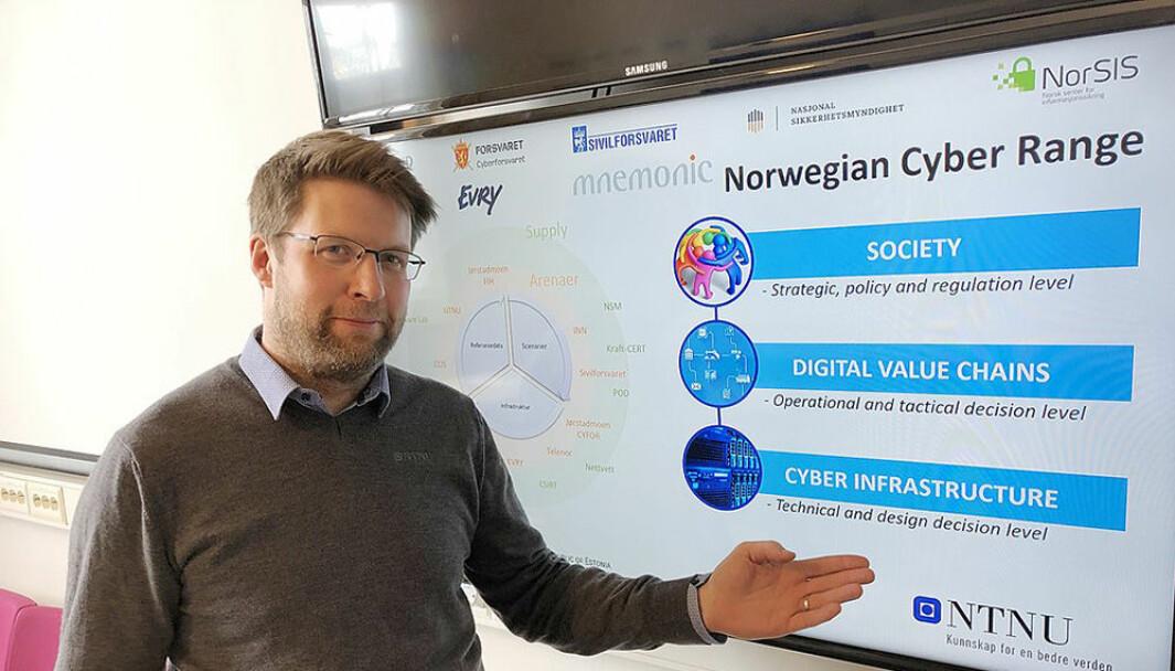 Nils Kalstad er ansatt som instituttleder ved Institutt for informasjonssikkerhet og kommunikasjonsteknologi. Dermed går viserektor-stillingen etter alle solemerker til nummer to på listen, Gro Iren Kvanli Dæhlin.