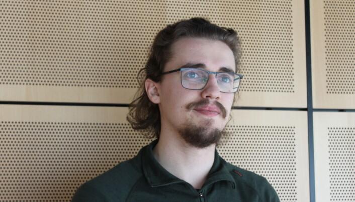 Lars Ringen Vik-Mo forteller at han ikke har vært redd for smitte selv, men har merket konsekvensene av pandemien som student.