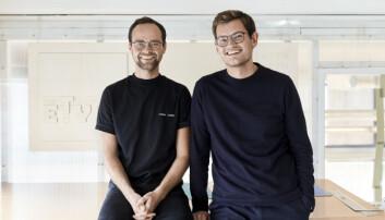 """Gustav Bjørngaard Rødde og Aksel Borgen fikk DOGA-merket for nykommere for masteroppgaven """"Sammensveiset""""."""