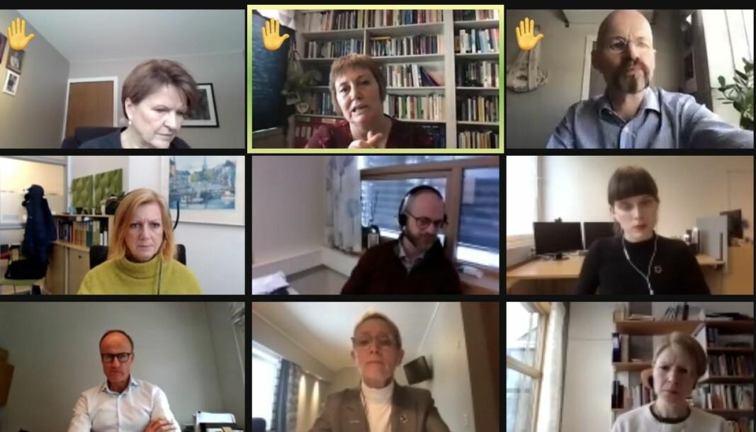 Aksel Tjora (øverst til høyre) har den virtuelle handa oppe under siste styremøte. Straks etter tok har ordet for å kommentere rektor Anne Borgs (nederst i midten) rolle som mentor for Anne Kristine Børresen.