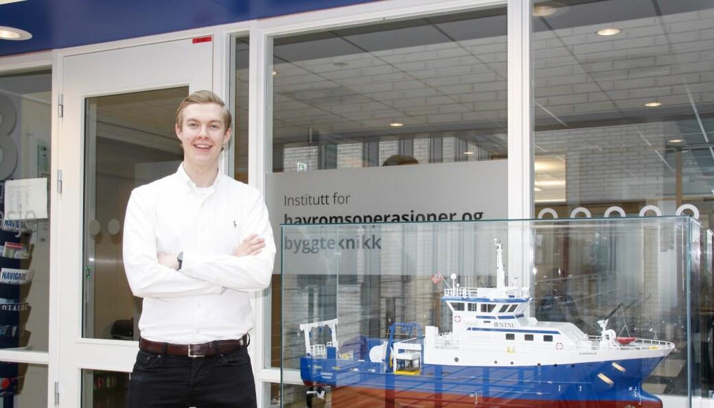 Espen Løge Pedersen er veldig fornøyd med studiet sitt og miljøet rundt.