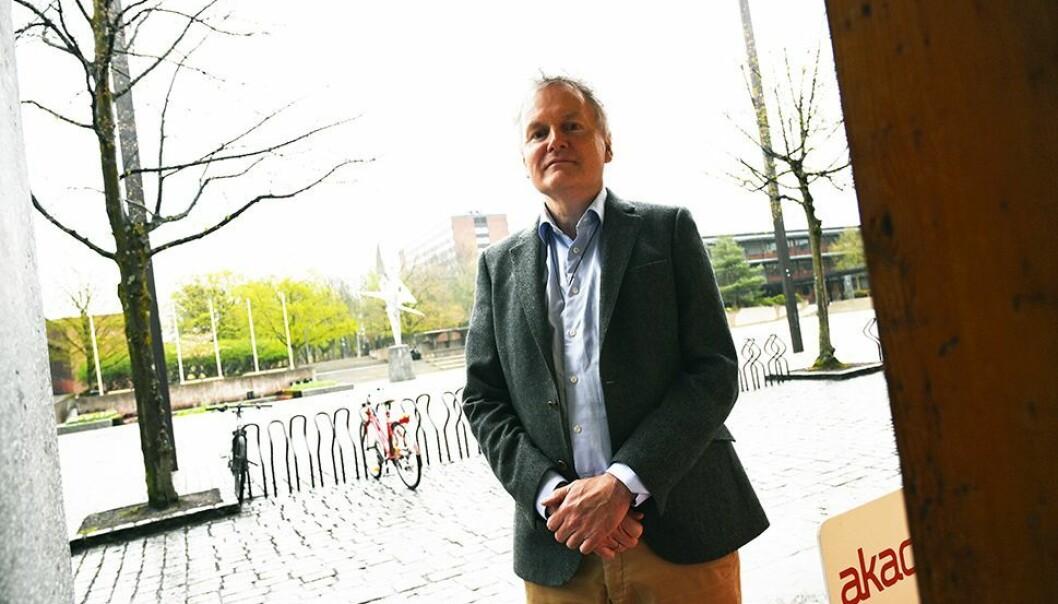 GLADNYHET: Universitetsdirektør Arne Benjaminsen ved UiO kunngjør i dag gladnyheten om at alle ansatte i over 20 prosent stilling får en hjemmekontorkompensasjon på 7000 kroner. (Arkivfoto)